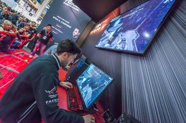 Asus alla Gamesweek 2016 - Immagine 1