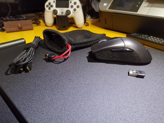 Asus ROG Gladius II Wireless + Asus ROG Balteus Qi - Immagine 2