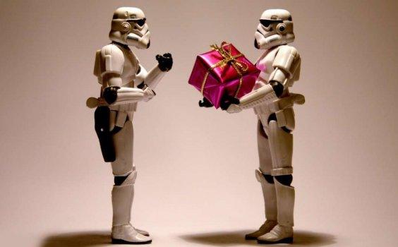 Poco tempo e poche idee per i regali natalizi? Vi diamo qualche consiglio