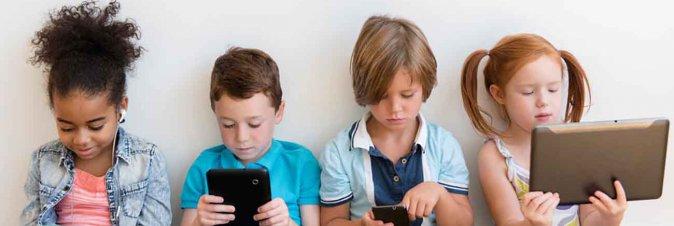 I bambini preferiscono gli smartphone a qualsiasi altro tipo di passatempo